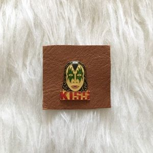 '80s / KISS Pin